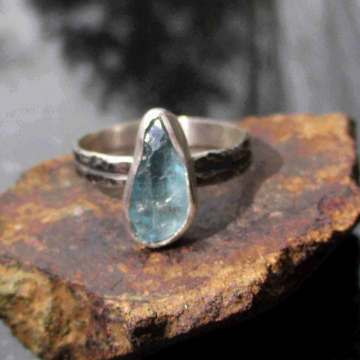 Size 7 Handmade Raw Blue Apatite Bar Crystal Stacking Ring with Thin Dainty Hamm